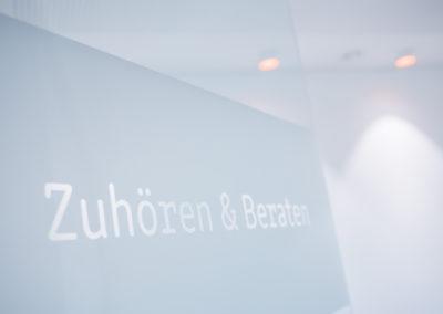Zahnarzt Odenthal | Zahnmedizin an der Dhünn | Zuhören & Beraten (Bild 1) in den Praxisräumen in Odenthal