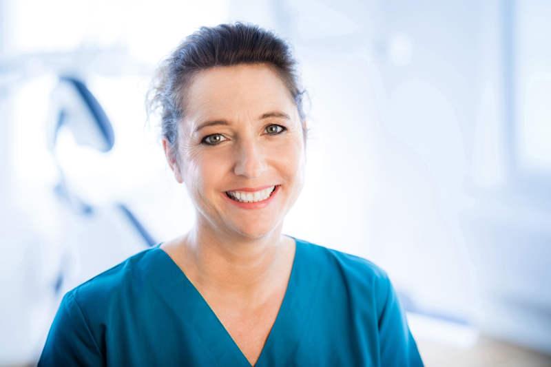 Zahnarzt Odenthal | Zahnmedizin an der Dhünn | Melanie Schunk | Zahnmedizinische Verwaltungsassistentin | Verwaltung/Empfang/Abrechnung